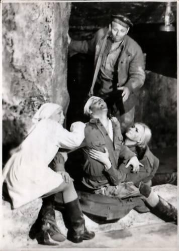 Сцена в катакомбах по пьесе «Аджимушкай»